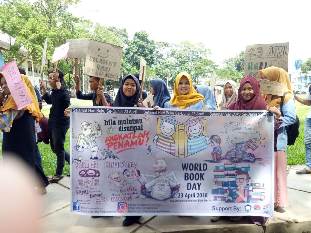 Peringatan Hari Buku Internasional di Fakultas Adab Meriah